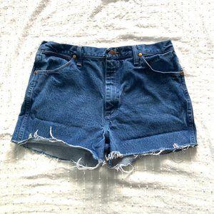Wrangler high rise cutoff jean shorts size 32